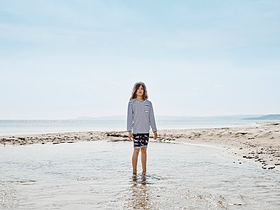Girl standing in shallow water, Baltic Sea, Sweden - p1481m2203863 by Peo Olsson