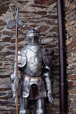 Knight's armour - p586m786241 by Kniel Synnatzschke