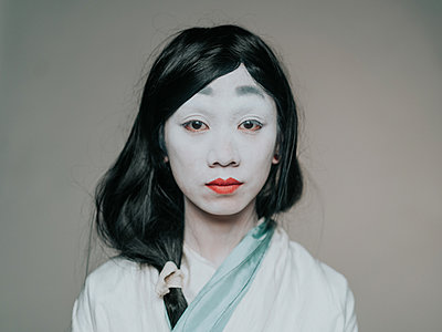 Young Asian woman with white face paint - p1184m1441212 by brabanski