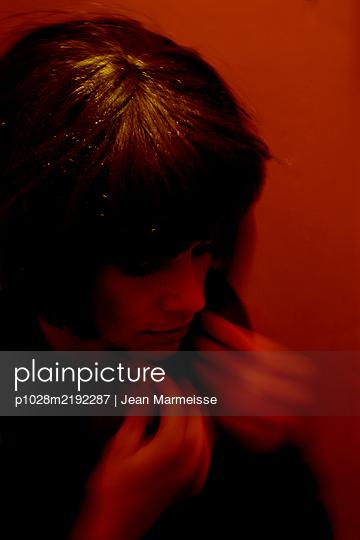Beautiful woman in red light - p1028m2192287 by Jean Marmeisse