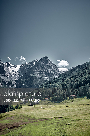 Mountain landscape, Ortler mountain, Stelvio Pass, South Tyrol - p850m2224781 by FRABO