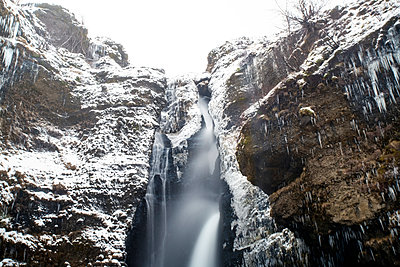 Iceland, South Iceland, Gluggafoss waterfall in winter - p300m2132565 by A. Tamboly