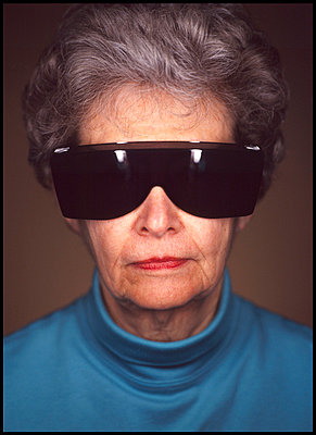 Portrait of elderly woman with large sunglasses - p3720333 by James Godman