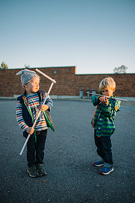 Two boys playing together - p819m1128397 by Kniel Mess