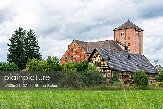 Old brick and half timbered building, Hahn Mill, Baden-Wurttemberg, Germany - p300m2140711 by Stefan Schurr