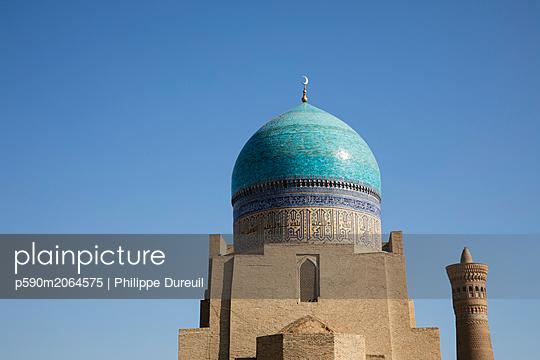 Kalon mosque and minaret seen from behind - p590m2064575 von Philippe Dureuil