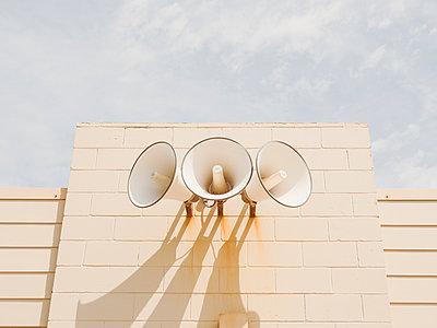 Three loudspeakers on wall - p1427m2128255 by WalkerPod Images