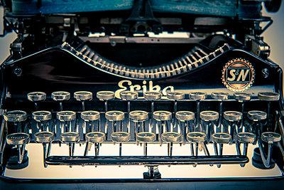 Alte Schreibmaschine - p401m1176657 von Frank Baquet