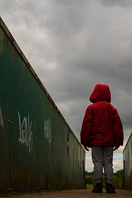 Lost little boy - p1228m2278625 by Benjamin Harte
