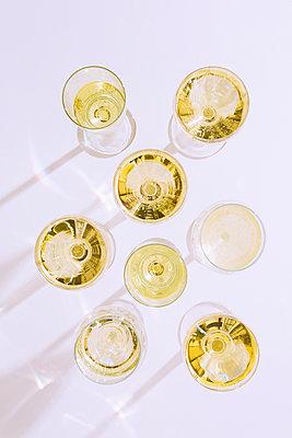 White wine - p1149m2122419 by Yvonne Röder