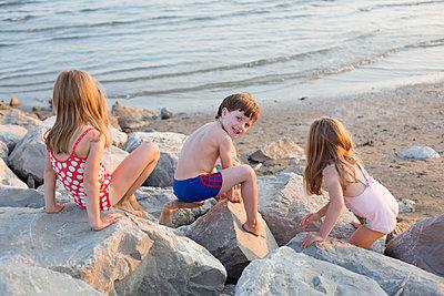 Kinder am Strand - p1308m2126714 von felice douglas