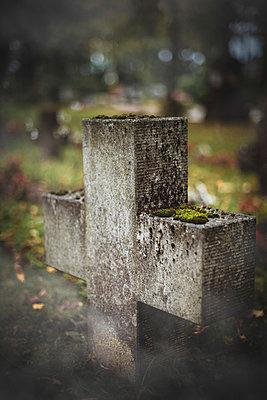 Grave - p946m1045108 by Maren Becker