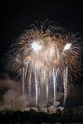 Feuerwerk - p335m2233945 von Andreas Körner