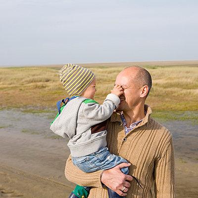 Vater und Kind - p8060068 von Levi + Lo