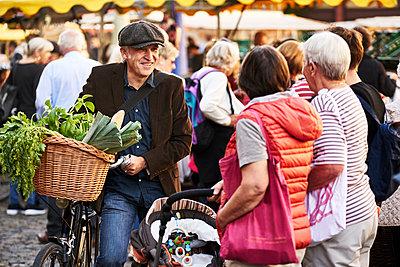 Weekly market - p1312m1515391 by Axel Killian