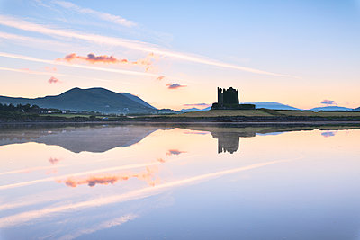 Ballycarbery Castle by the sea, Cahersiveen, County Kerry, Munster, Republic of Ireland, Europe - p871m2003502 by Roberto Moiola