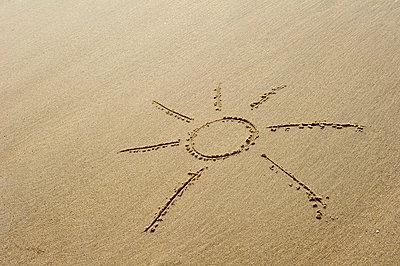Sonne im Sand - p949m856257 von Frauke Schumann
