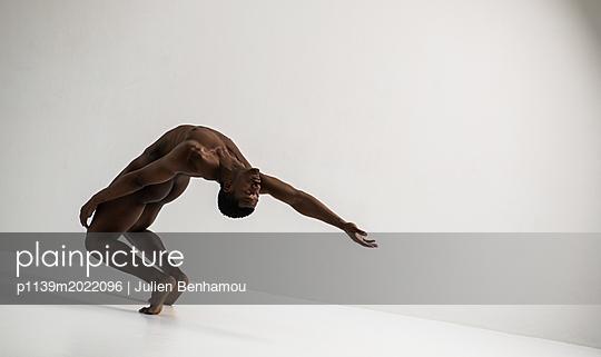 Dancer - p1139m2022096 by Julien Benhamou