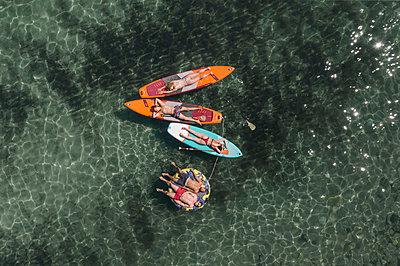 Sunbathing on the surfboard - p1437m2283291 by Achim Bunz