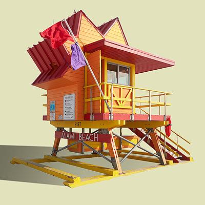 Bunte Hütten der Lebensretter am Strand von Miami Beach - p719m2178000 von Rudi Sebastian