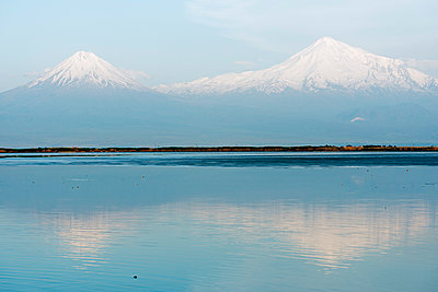 Mount Ararat, 5137m, highest mountain in Turkey photographed from Armenia, Caucasus, Central Asia, Asia - p871m1082187 by Christian Kober