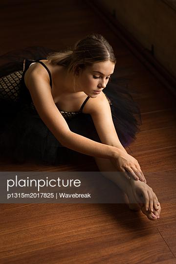 Ballerina practicing ballet dance - p1315m2017825 by Wavebreak