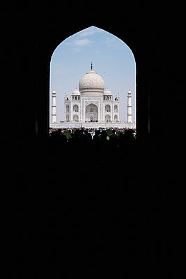 India, Uttar Pradesh, Agra, View of Taj Mahal - p1600m2215387 by Ole Spata