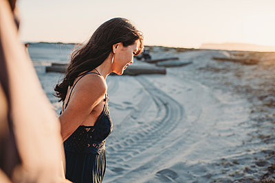 Side view of beautiful woman with long dark hair at the beach - p1166m2207848 by Cavan Images