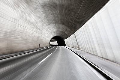Tunnelfahrt - p1217m1090627 von Andreas Koslowski