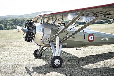 Kunstflug - p587m1190419 von Spitta + Hellwig
