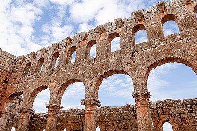 Ruinen des Mushabbak-Klosters nahe Aleppo, Syrien - p1493m2063585 von Alexander Mertsch