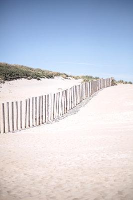 Netherlands, Fence on the beach - p1643m2229344 by janice mersiovsky