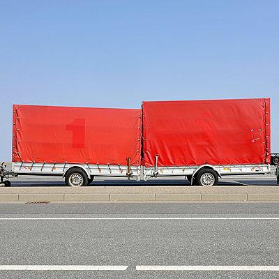 Abgestellte Anhänger - p9490016 von Frauke Schumann