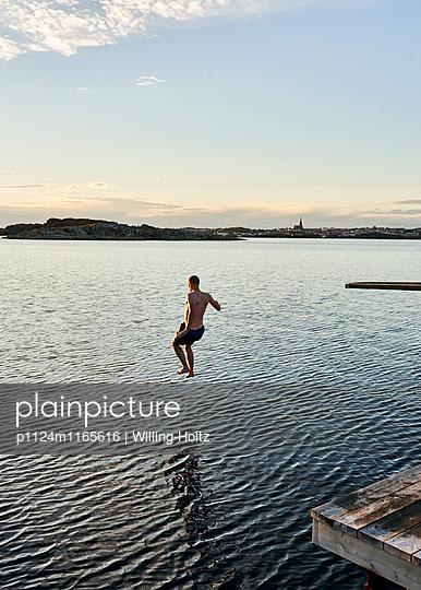 Sprung ins Wasser - p1124m1165616 von Willing-Holtz