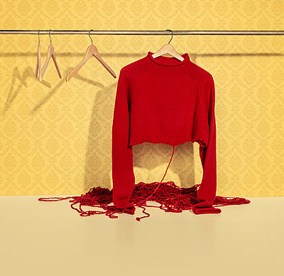 Der rote Faden - p394m958077 von Stephen Webster