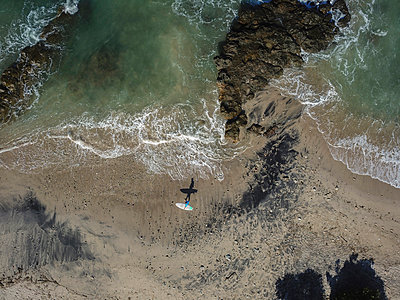 Surfer on the beach - p1108m2092922 by trubavin