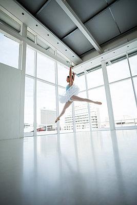 Ballerina practising ballet dance - p1315m1230707 by Wavebreak