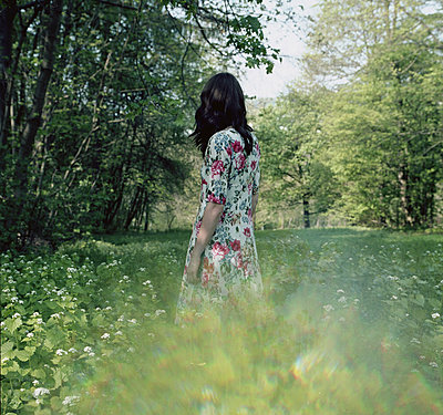 Woman in nature - p1224m1028275 by häseker