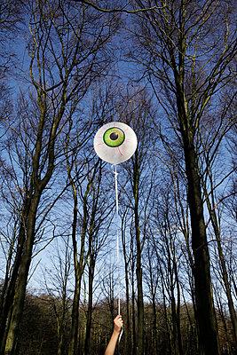 Eye balloon - p1670m2253784 by HANNAH