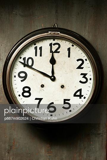 Uhr - p887m902624 von Christian Kuhn