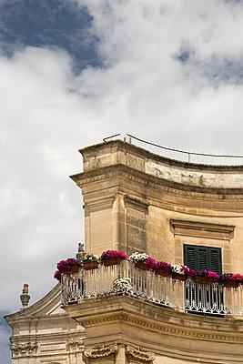 Balkon eines alten Hauses - p1032m1466371 von Fuercho
