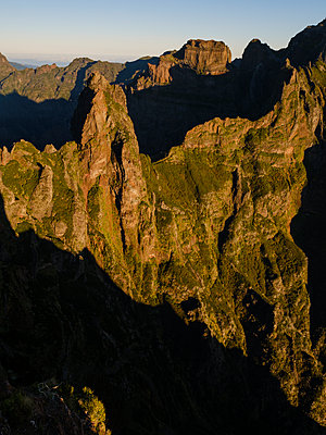 Portugal, Madeira, Mountain scenery - p1600m2175718 by Ole Spata