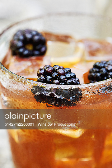 Blackberries in whiskey cocktail - p1427m2200801 by Winslow Productions