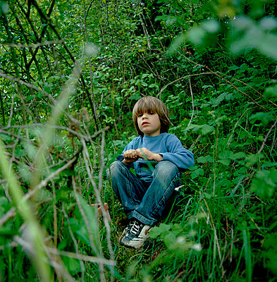Boy in grass - p1468m1528613 by Philippe Leroux