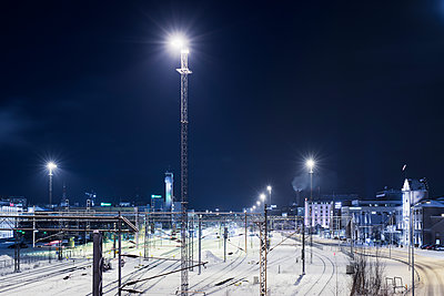 Finland, Pirkanmaa, Tampere, Railway station covered with snow at night - p352m1127507f by Jukka Aro