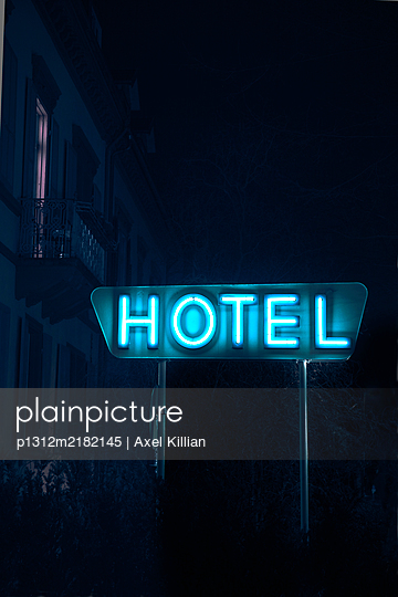 Neon sign at hotel in the night - p1312m2182145 by Axel Killian
