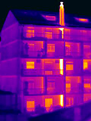 Thermal image of apartment chimney - p429m756441 by Joseph Giacomin