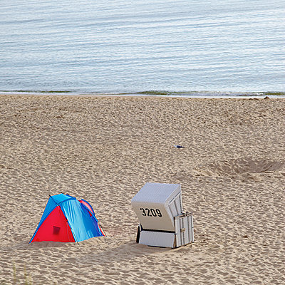 Beach - p606m698991 by Iris Friedrich