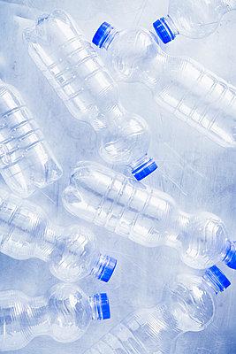 Plastic waste - p1149m2098889 by Yvonne Röder