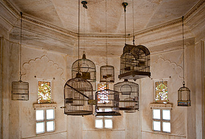 Empty Bird Cages in the City Palace - p555m1453812 by Spaces Images